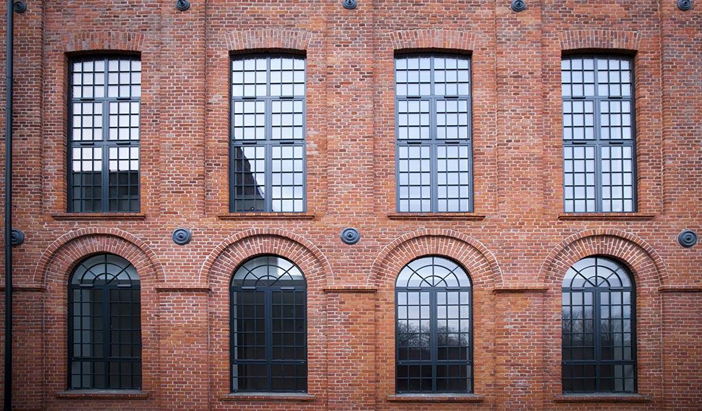facciata-mattoni-serramenti-ferro